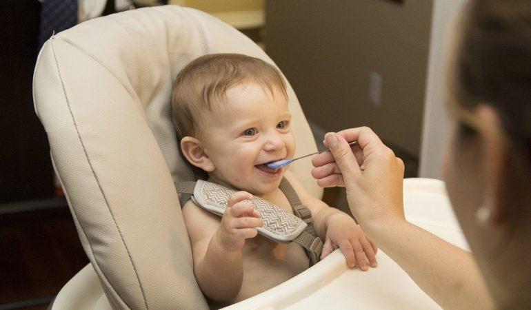 La meilleure vaisselle bébé, oui, mais laquelle et en quelle matière ?