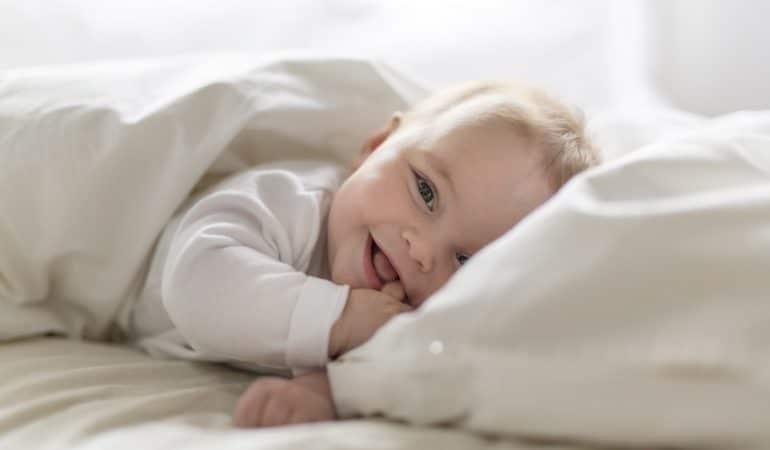 10 conseils pour laver les vêtements de bébé